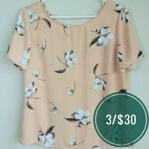 DYNAMITE / Blush Pink Floral Short Sleeve Blouse